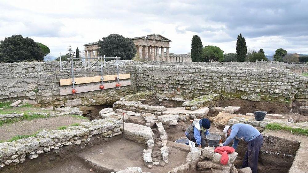Risultati immagini per paestum scavi