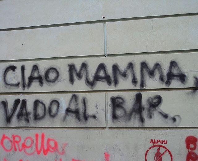 Incivile e violento chi imbratta elementi pubblici con scritte cilento notizie - Frasi scritte sui muri di casa ...
