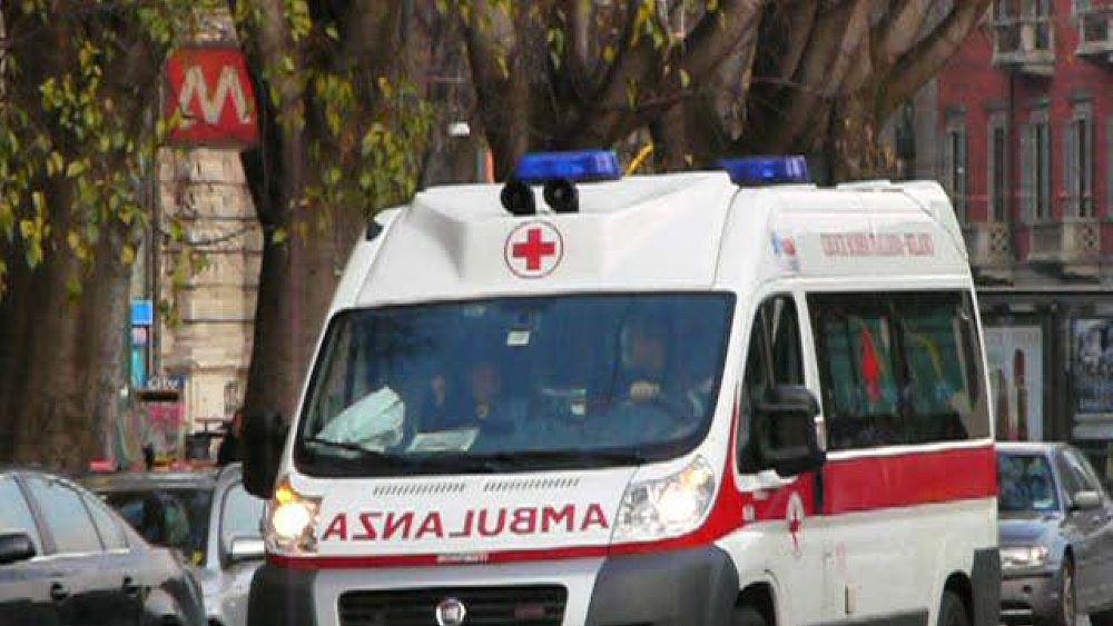 Travolta mentre attraversava le strisce pedonali, 78enne muore all'ospedale