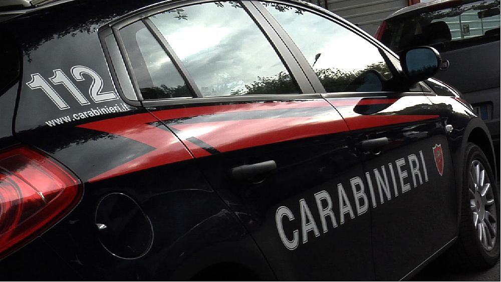 09062016 carabinieri auto