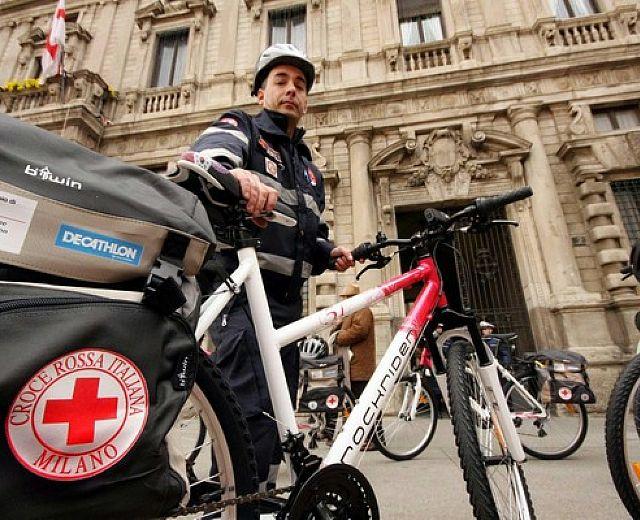 Agropoli Il Soccorso Arriva In Bicicletta Con La Croce Rossa