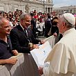 AgropoliNotizie foto - 11092014 consegna targa al papa