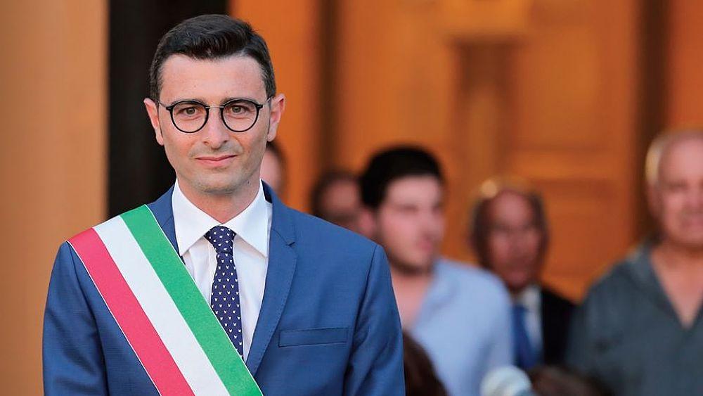 Coronavirus, il sindaco di Pontecagnano Faiano decide di sospendere il  pagamento dei tributi locali - Cilento Notizie