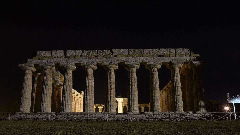 13062018 Paestum in notturna