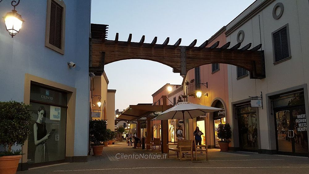 13092018 cilento outlet village di sera