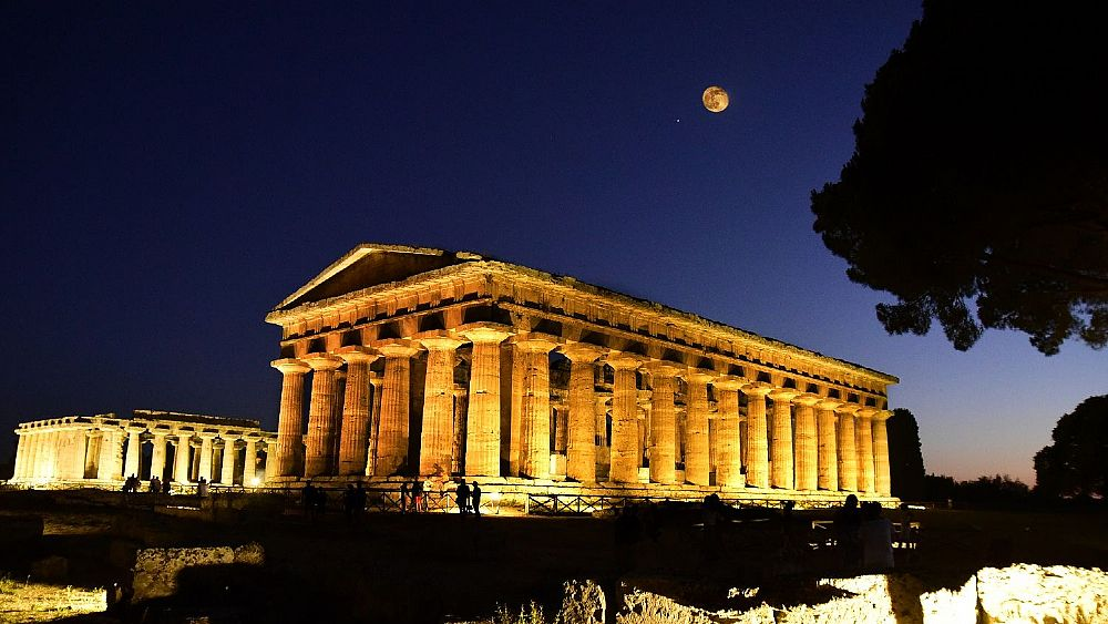 14072018 Paestum by night