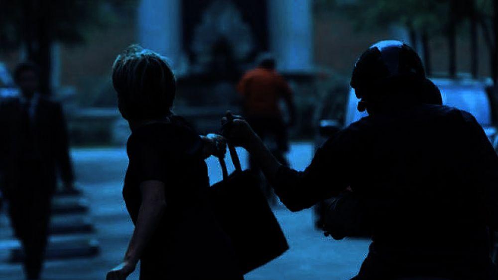Capaccio Paestum, scippo in zona Laura ai danni di due turisti stranieri