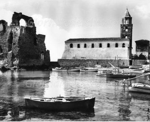 16032015 acciaroli antica con chiesa e torre