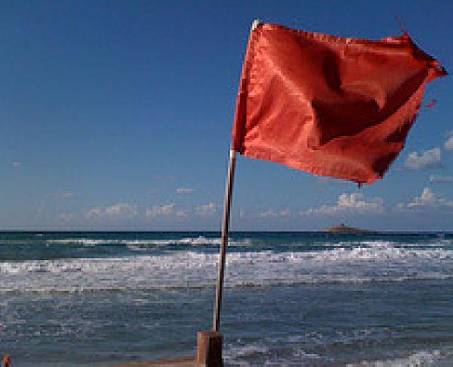 16082014 mare agitato bandiera rossa
