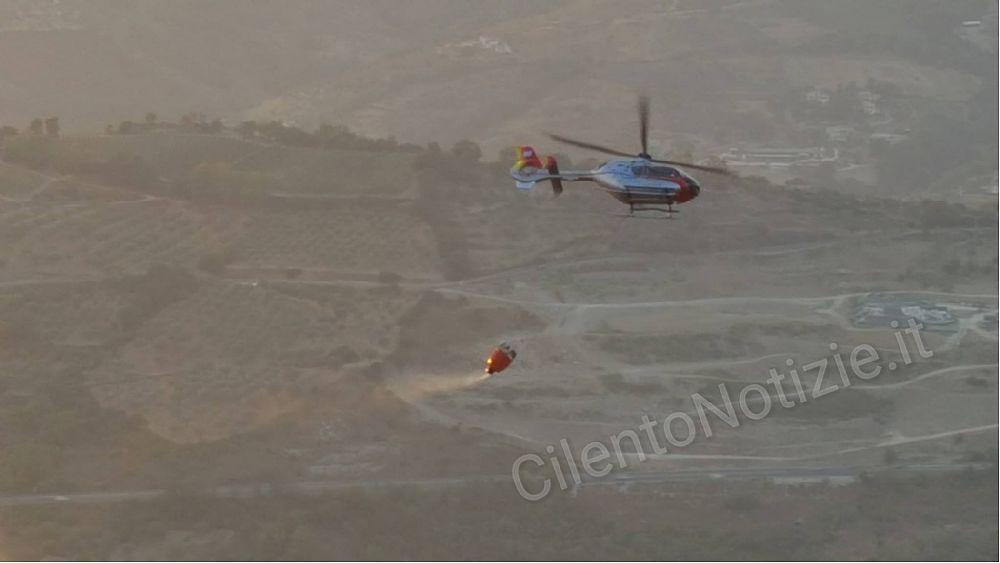 17072017 incendi cilento elicottero