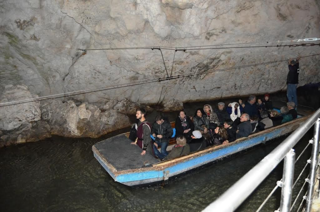barca grotte di pertosa