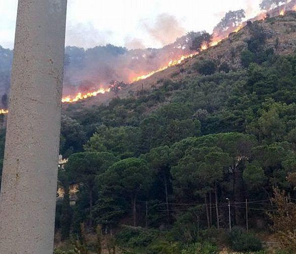 Salerno - 24082016 incendio castel san giorgio