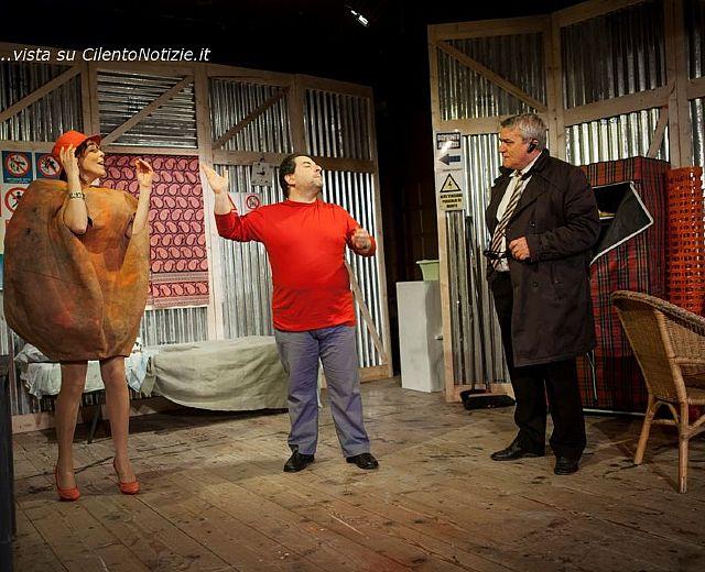 In scena il teatro mio con la valigia sul letto di tartaglia cilento notizie - La valigia sul letto ...