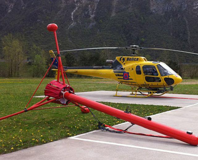 Elicottero Giallo E Rosso : Un elicottero con strumentazione helica per rilevamenti