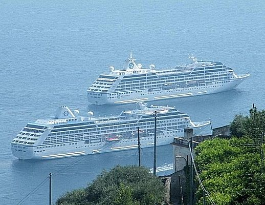 Doppio inchino in Costiera Amalfitana